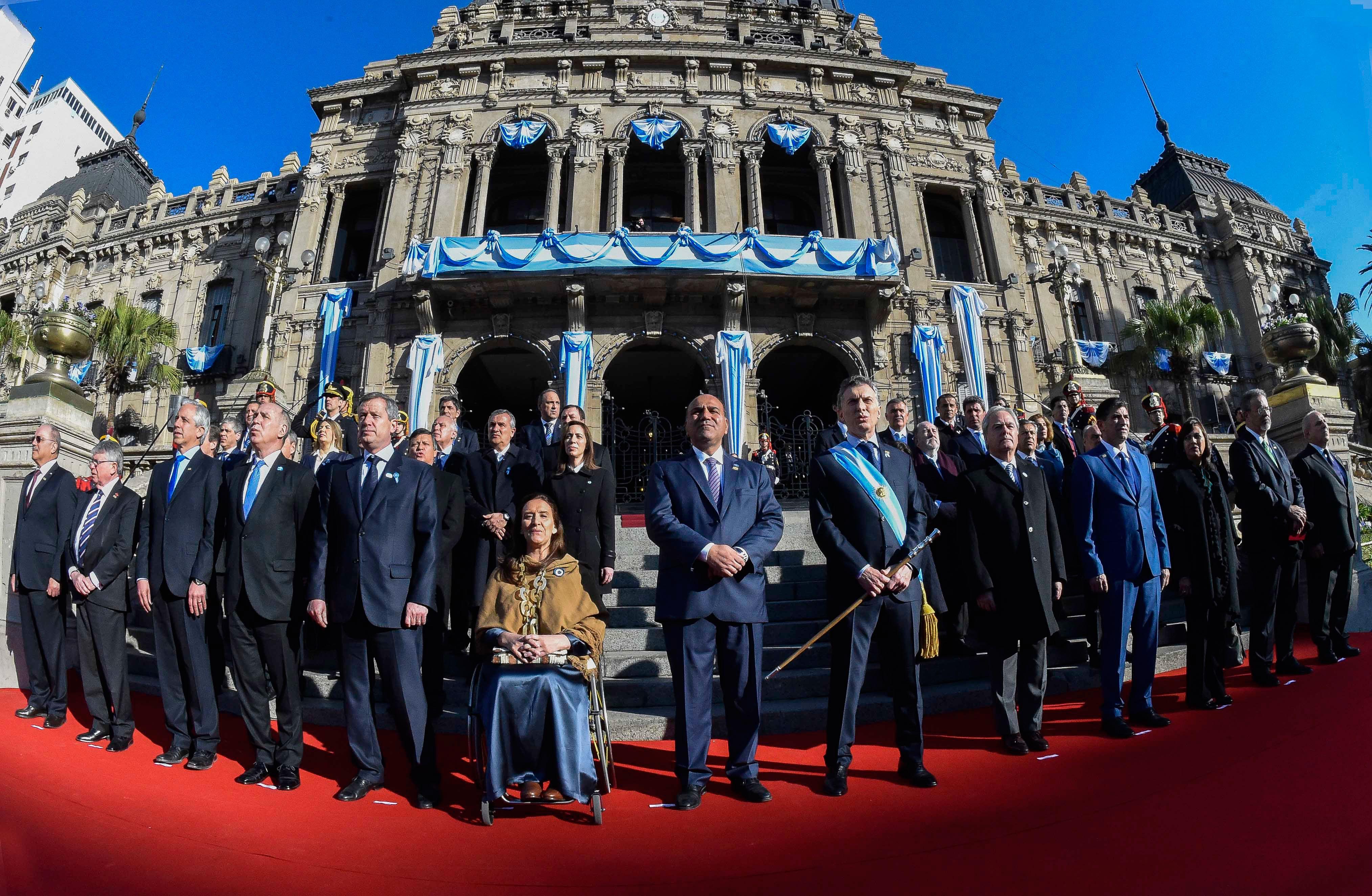 Macri, desde Tucumán, le pegó a los gremios e insistió con el tarifazo