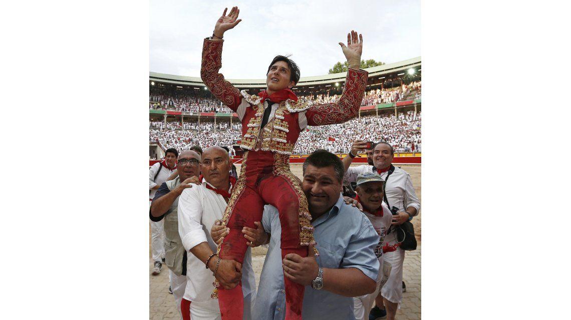Espectaculares imágenes de un torero en Pamplona, impactado en un escroto