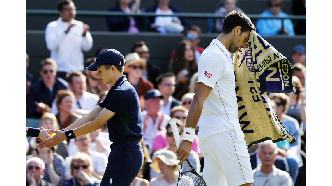 Insólito: Djokovic forma parte de la mafia de las toallas en Wimbledon