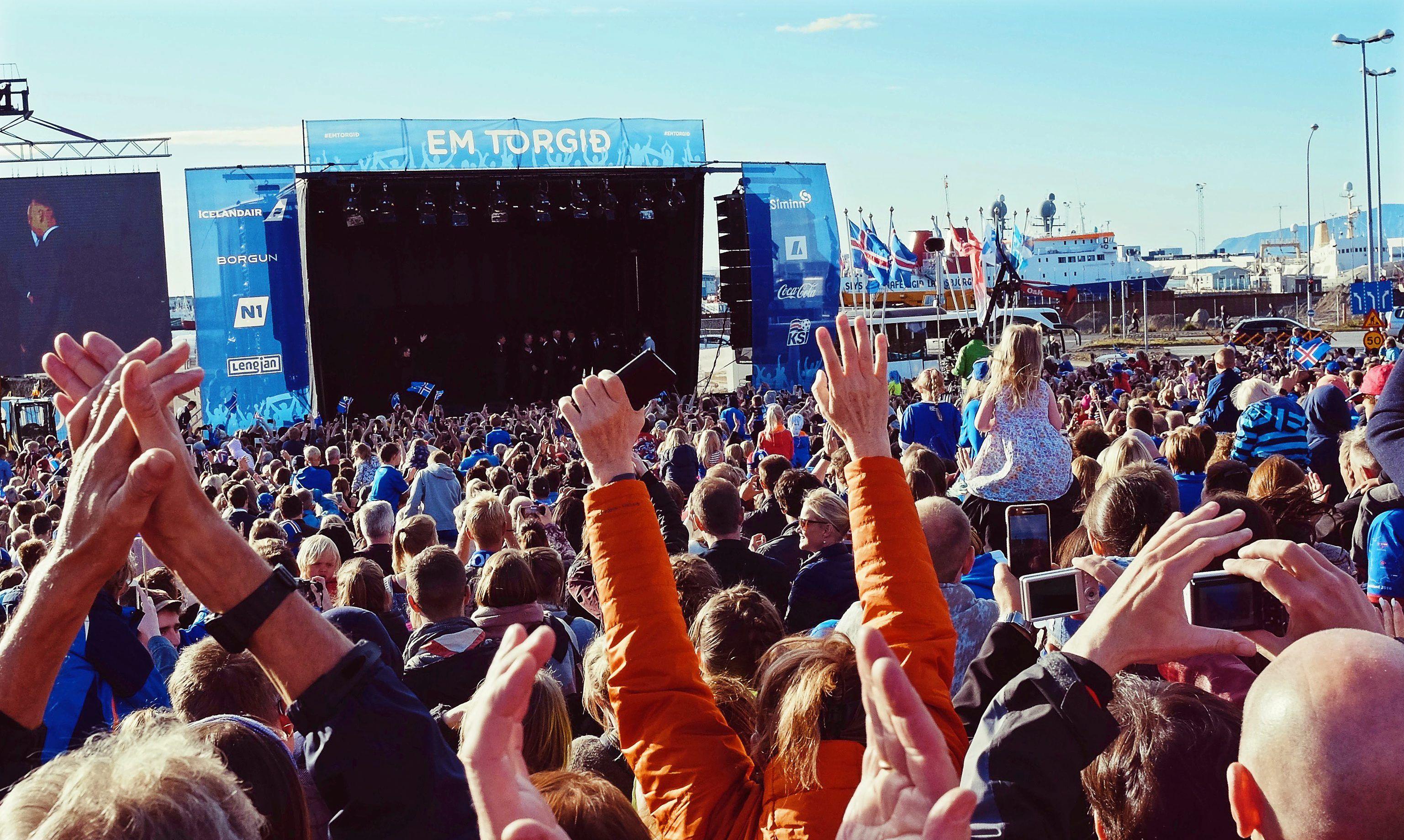 El impactante recibimiento a los Vikingos de Islandia en Reykjavík