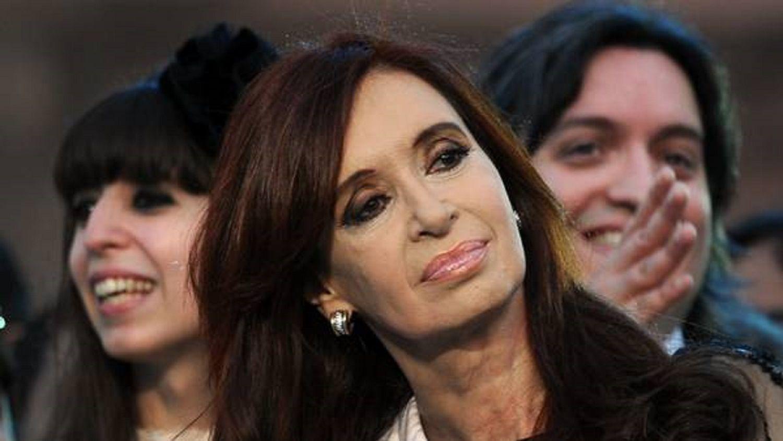 Cristina Kirchner junto a sus hijos Florencia y Máximo