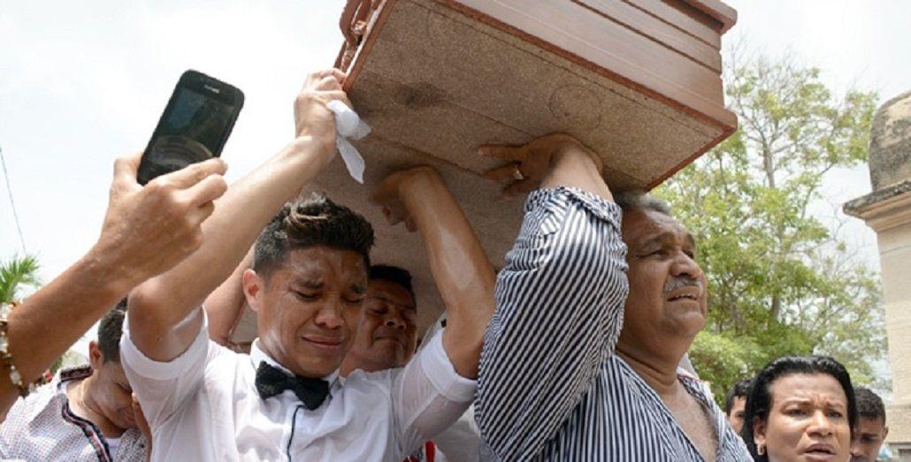 Teo Gutiérrez se desmayó en el sepelio de su querida abuela