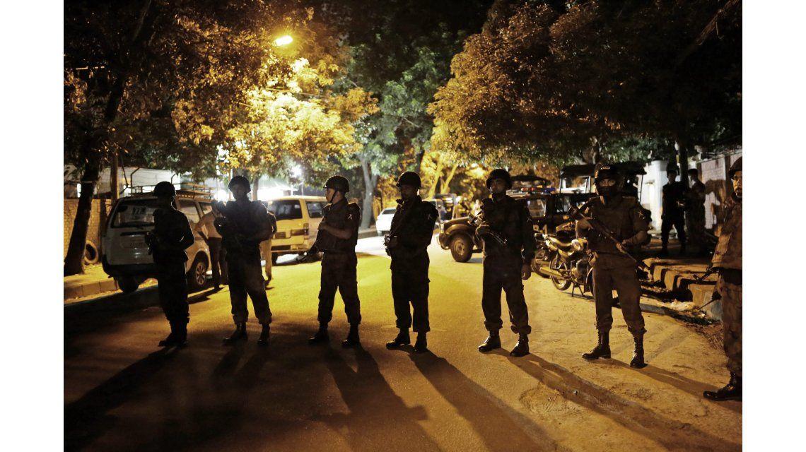 Toma en Bangladesh: hay un argentino entre los rehenes del restaurante
