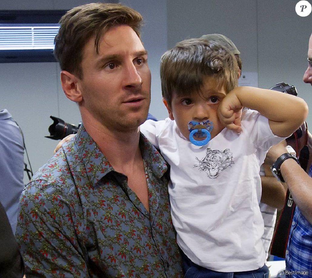 Pura ternura: Messi le enseña a nadar a Thiago en Bahamas