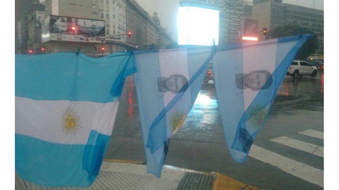 #NoTeVayasLio: los argentinos se empaparon para suplicar por la Pulga