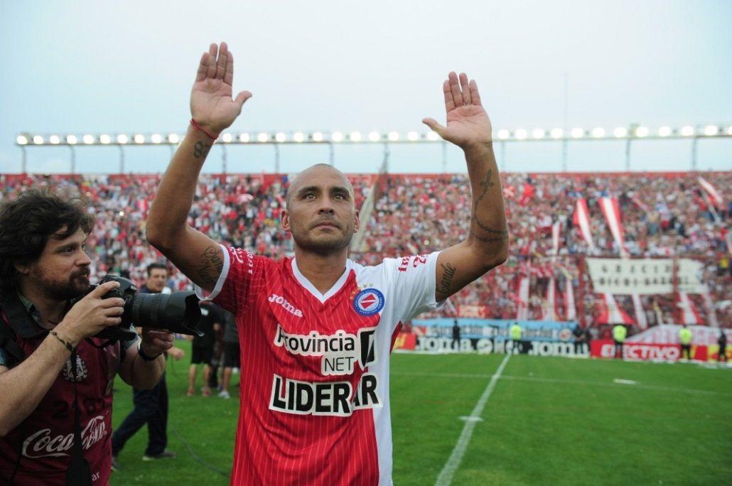 Cuelga los botines: Lobo Ledesma anunció su retiro del fútbol