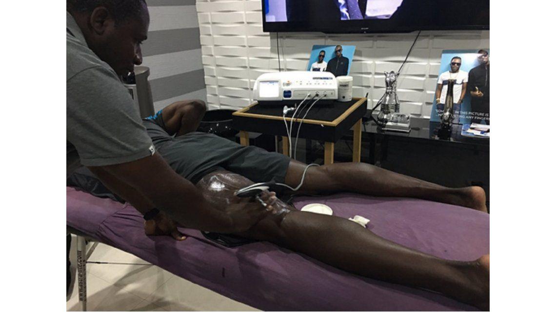 ¿Se baja de los Juegos Olímpicos? Bolt se lesionó una pierna