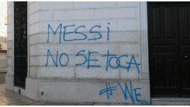 Santa Fe amaneció con pintadas contra la renuncia de Messi: No se toca