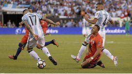 Así le quedó el tobillo a Alexis Sánchez tras el pisotón de Mercado en la final