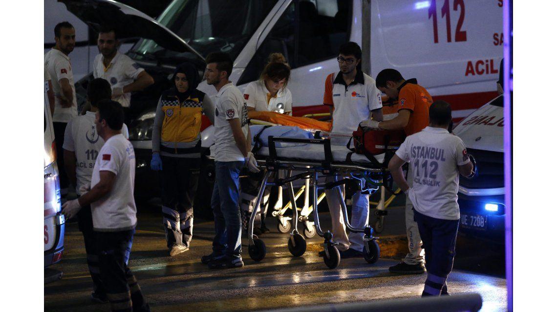 Suspenden todos los vuelos en el aeropuerto de Estambul tras el atentado