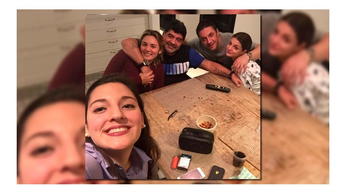 Diego Maradona palpitó la final de la Copa América con Jana, Rocío Oliva y su abogado