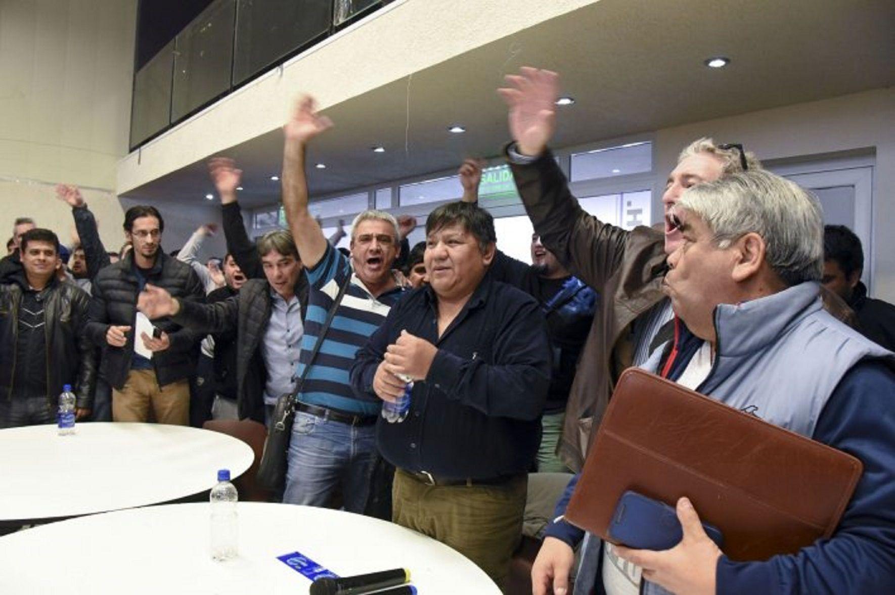 Los petroleros ratificaron el paro por 48 horas y amenazan con extenderlo