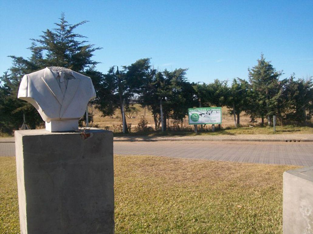 Le arrancaron la cabeza al busto de Néstor Kirchner en Entre Ríos
