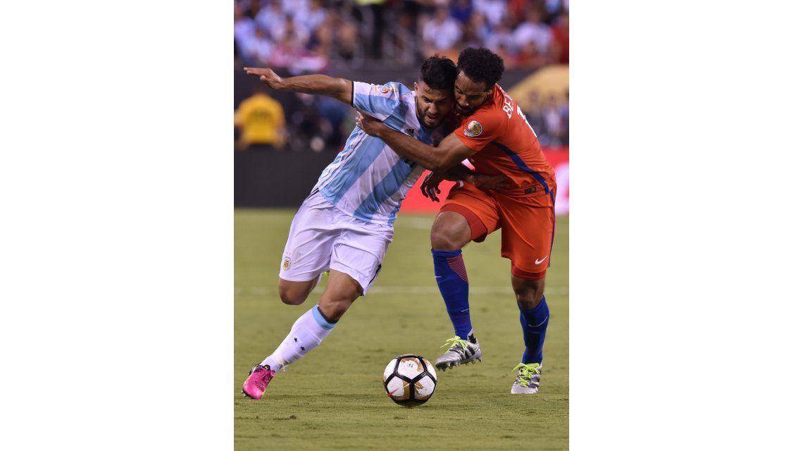 Agüero se suma a Messi: Hay varios que evaluamos no seguir en la Selección