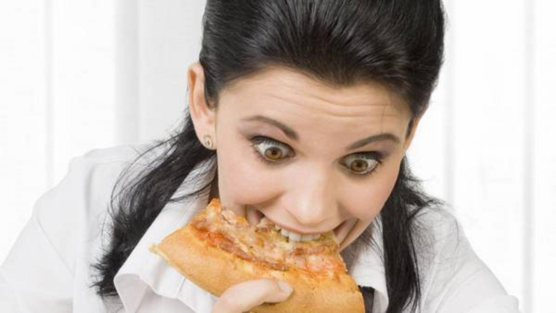 Insólito: llamó a la policía porque la pizza le salió con poco queso