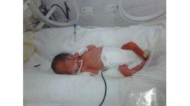 Del dolor a la alegría: la historia del bebé que nació muerto y revivió