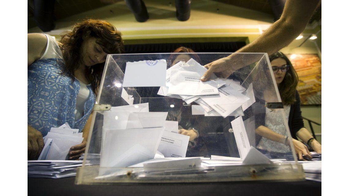 Rajoy ganó las legislativas en España seguido por los socialistas