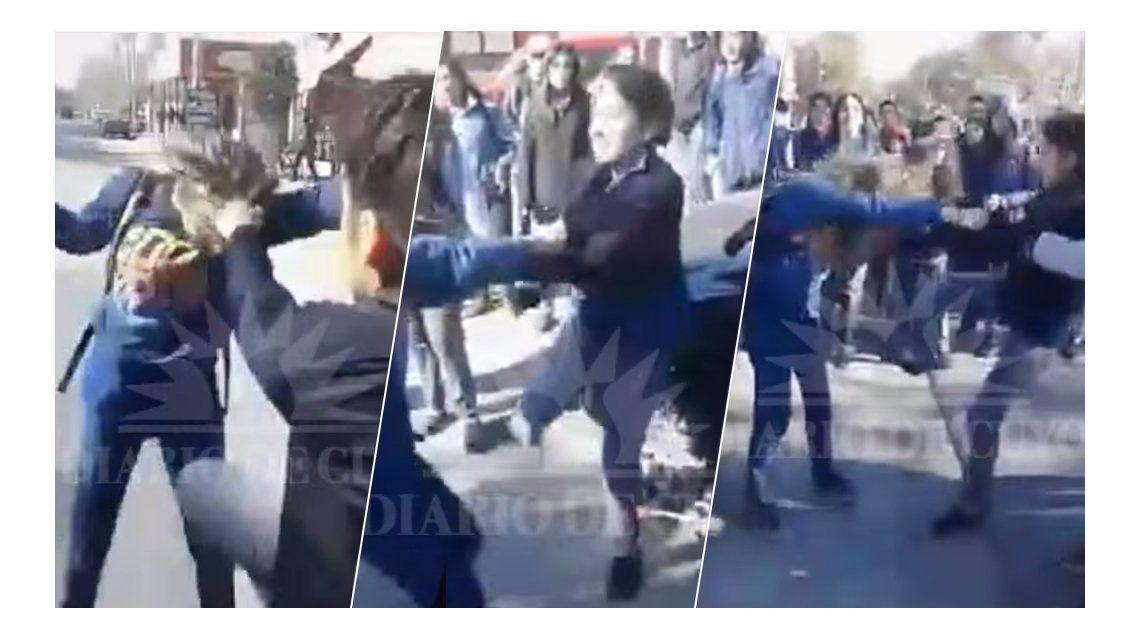 VIDEO: Otra brutal pelea entre alumnas a la salida de un colegio