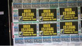 Afiches de taxistas ahora dicen que Uber es legal
