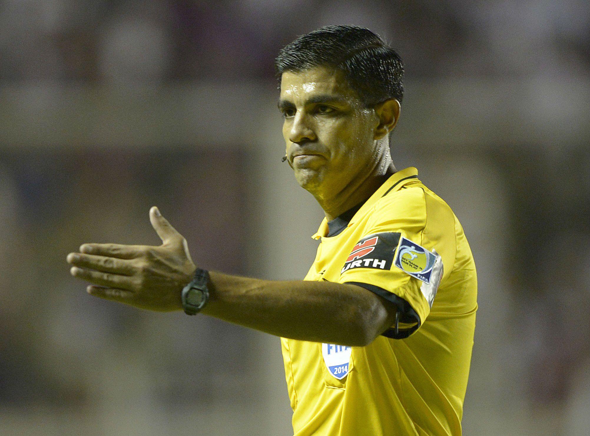 Árbitro de la semifinal contra Estados Unidos cobró penal inexistente contra equipo argentino