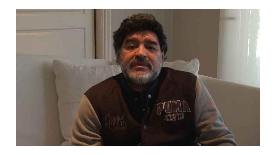 La furia de Maradona contra una cronista por preguntarle por Diego Junior