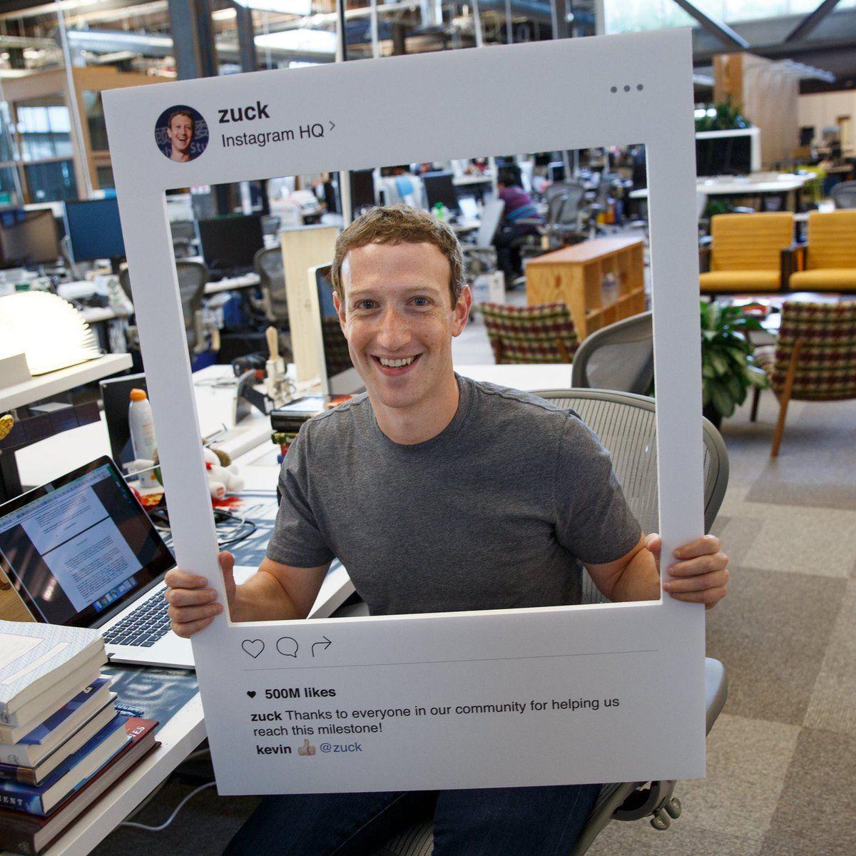 Mark Zuckerberg tapa la cámara de su notebook con una cinta
