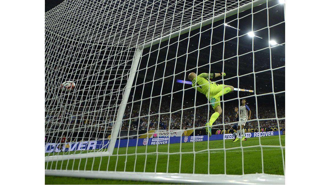El tiro libre de Messi se coló en el ángulo izquierdo