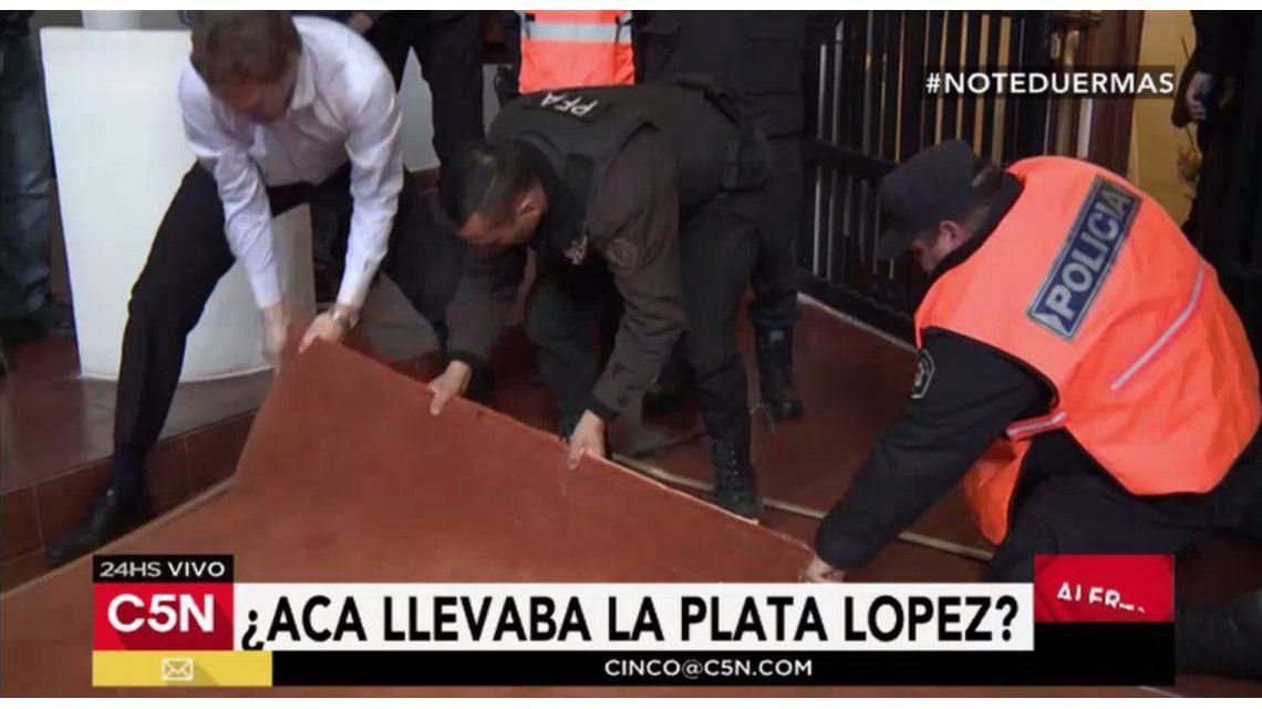 ¿Acá llevaba el dinero José López? Hallan una bóveda en el convento