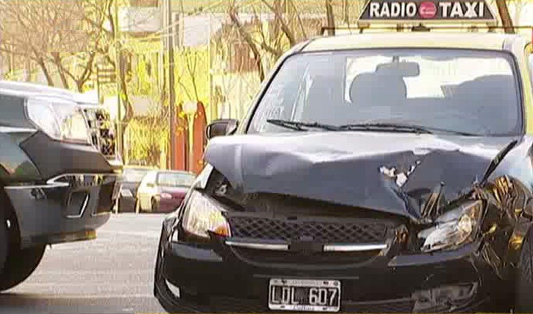 Un taxista chocó, escapó y volvió a chocar: Tomé de más por el Día del Padre