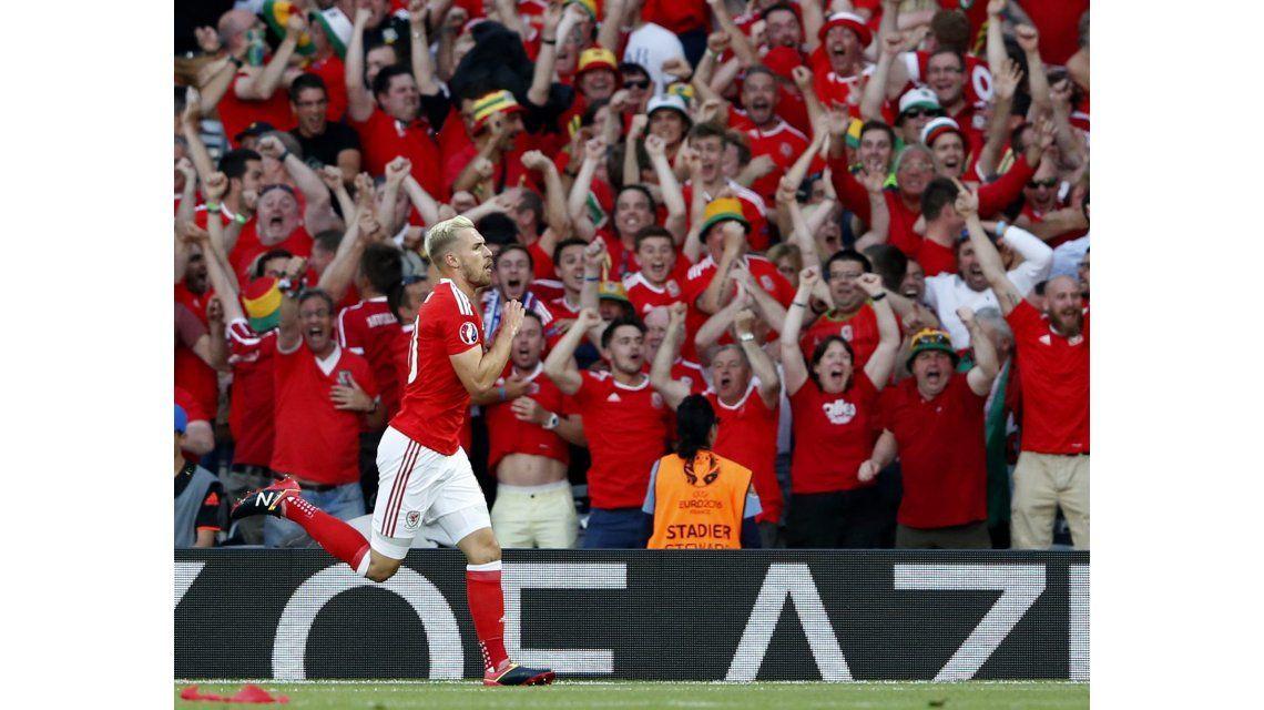 Respiran los famosos: se lesionó Aaron Ramsey, el jugador que predice la muerte con sus goles