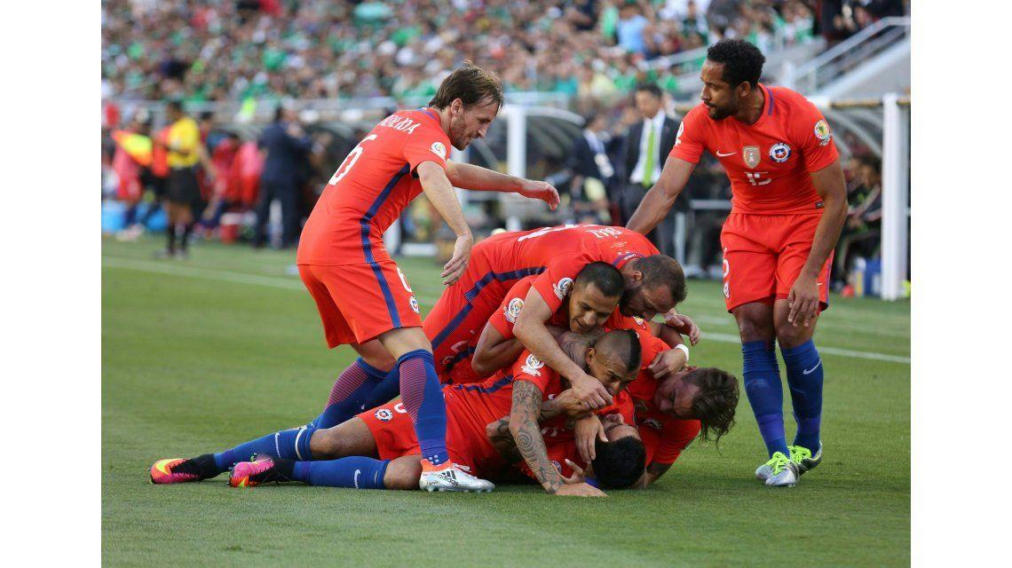 Baile histórico: Chile le metió 7 goles a México y jugará con Colombia