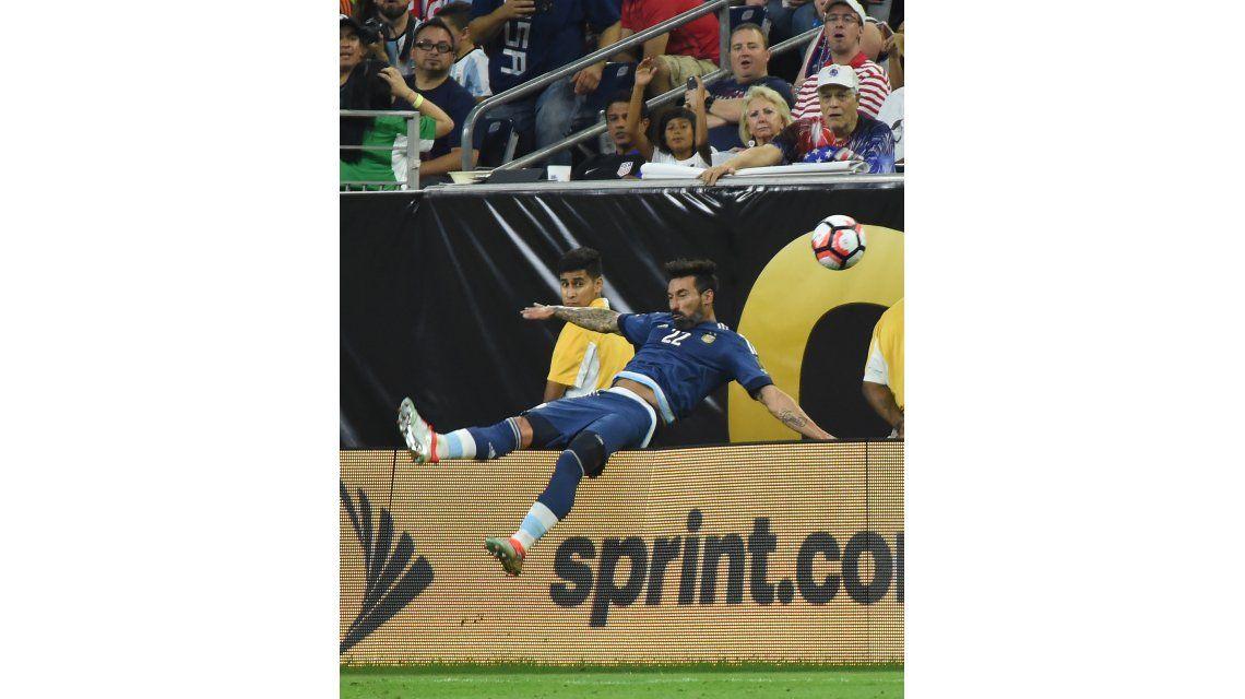 El insólito golpe que sufrió Ezequiel Lavezzi cuando intentó parar una pelota