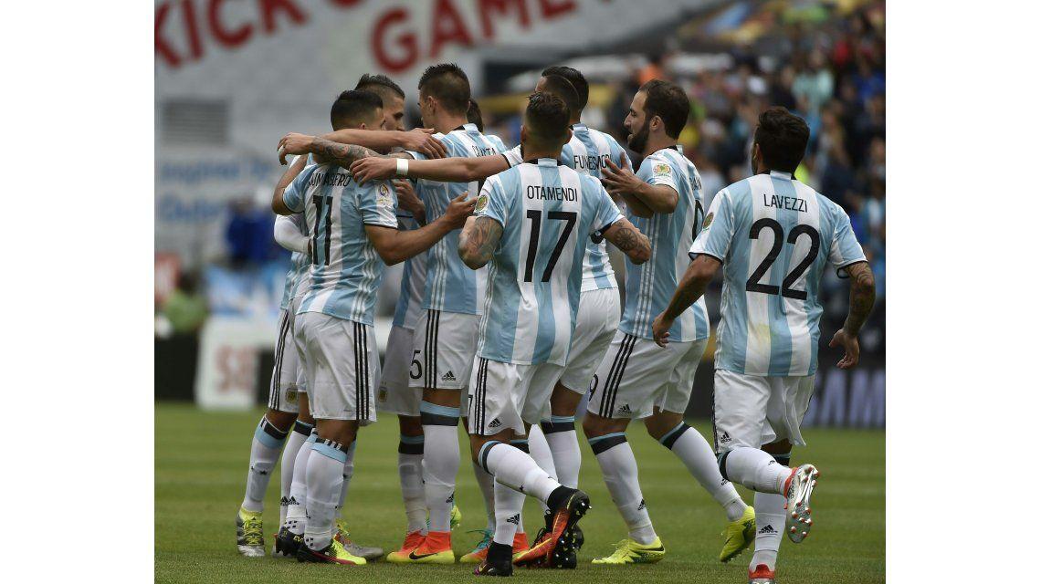 Argentina goleó a Bolivia en Seattle y sumó puntaje ideal en su grupo
