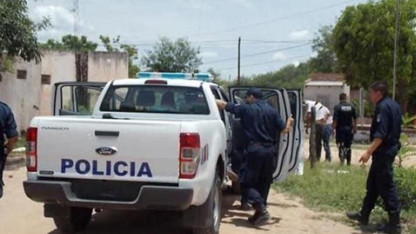Persecución fatal: tres jóvenes en moto chocaron contra un camión