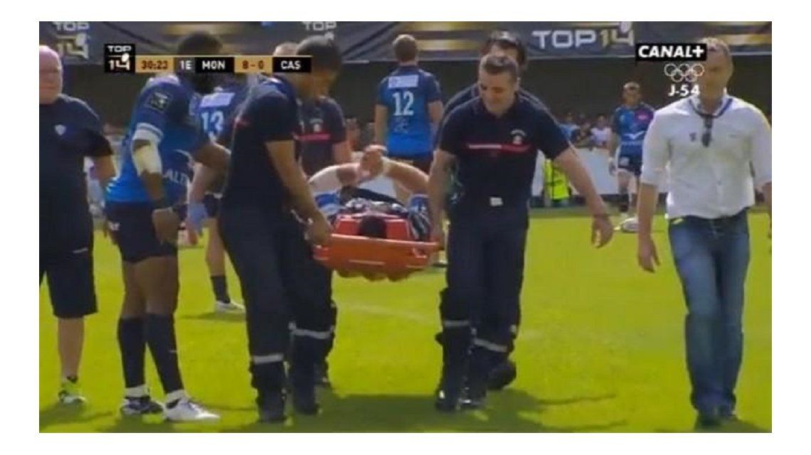 VIDEO: Un rugbier uruguayo se llevó un escalofriante golpe en la liga francesa