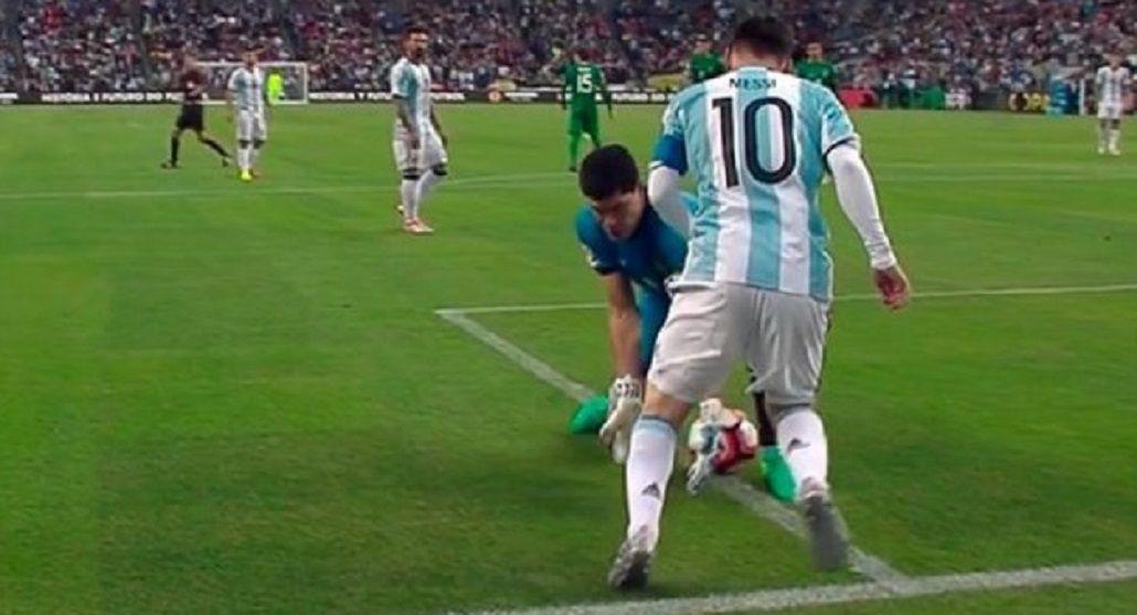 ¿Qué dijo el arquero de Bolivia después del caño que le tiró Messi?