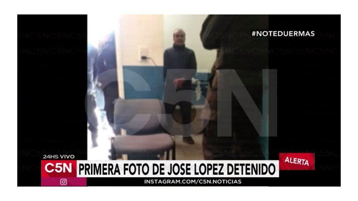 La primera foto de José López detenido