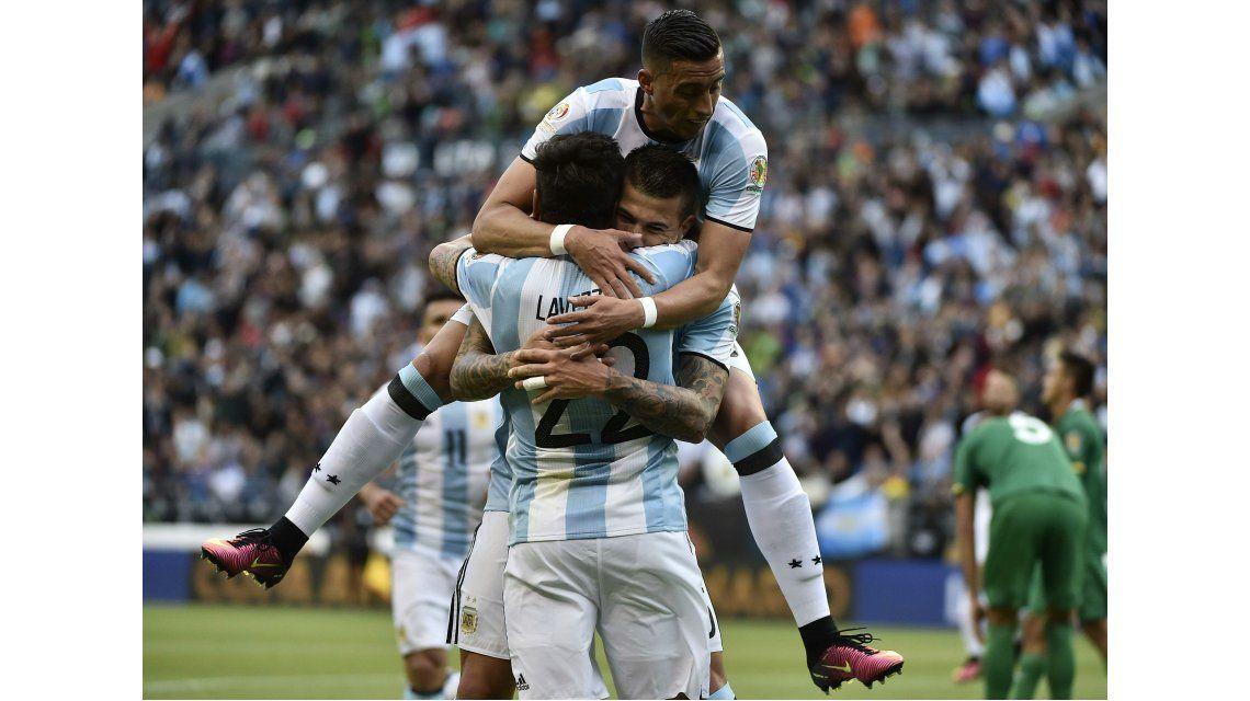 Debut soñado: Víctor Cuesta marcó un gol en su primer partido en la Selección