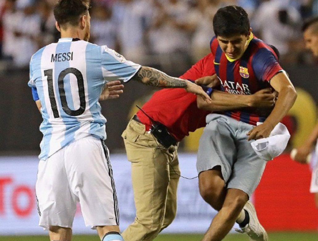 ¿Quién es el joven que fue a abrazar a Messi tras el partido ante Panamá?