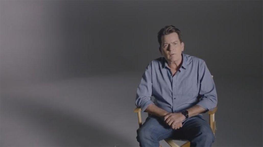 Tras confirmar que tiene VIH, Charlie Sheen apoyó a una marca de preservativos