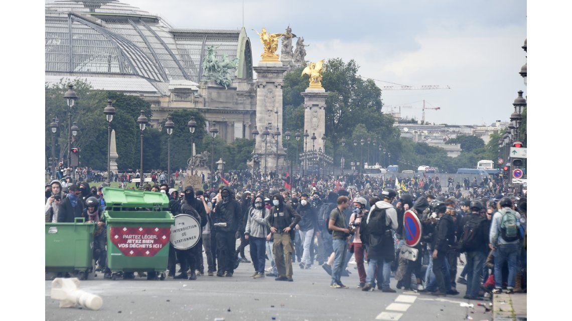 Tremendas imágenes de una protesta laboral en París