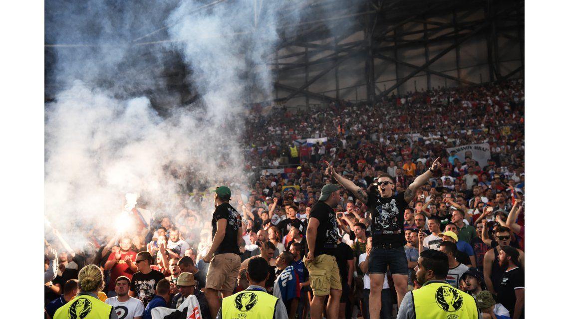 La UEFA aplicará sanciones contra Rusia por los incidentes en Marsella
