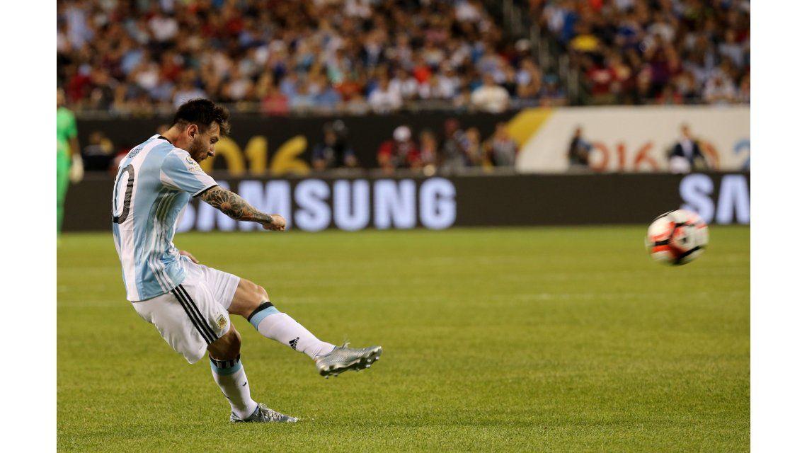 ¿No tiene personalidad? Messi entró y brilló con tres goles ante Panamá