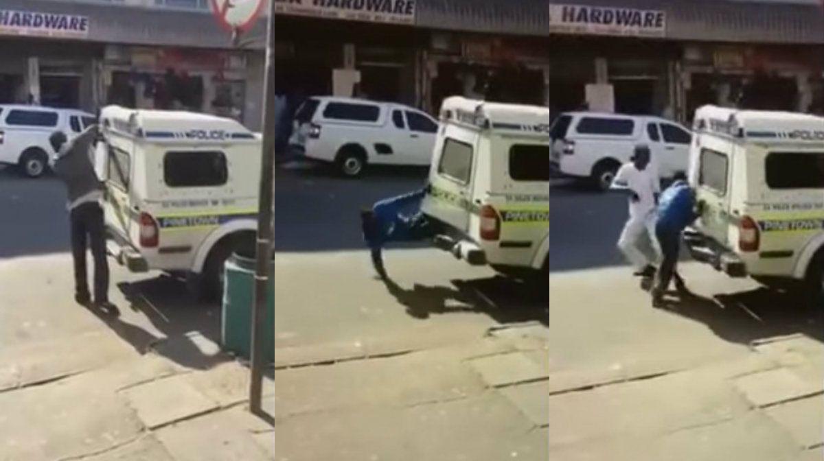 Insólito: mirá cómo dos detenidos se escapan de un camión celular
