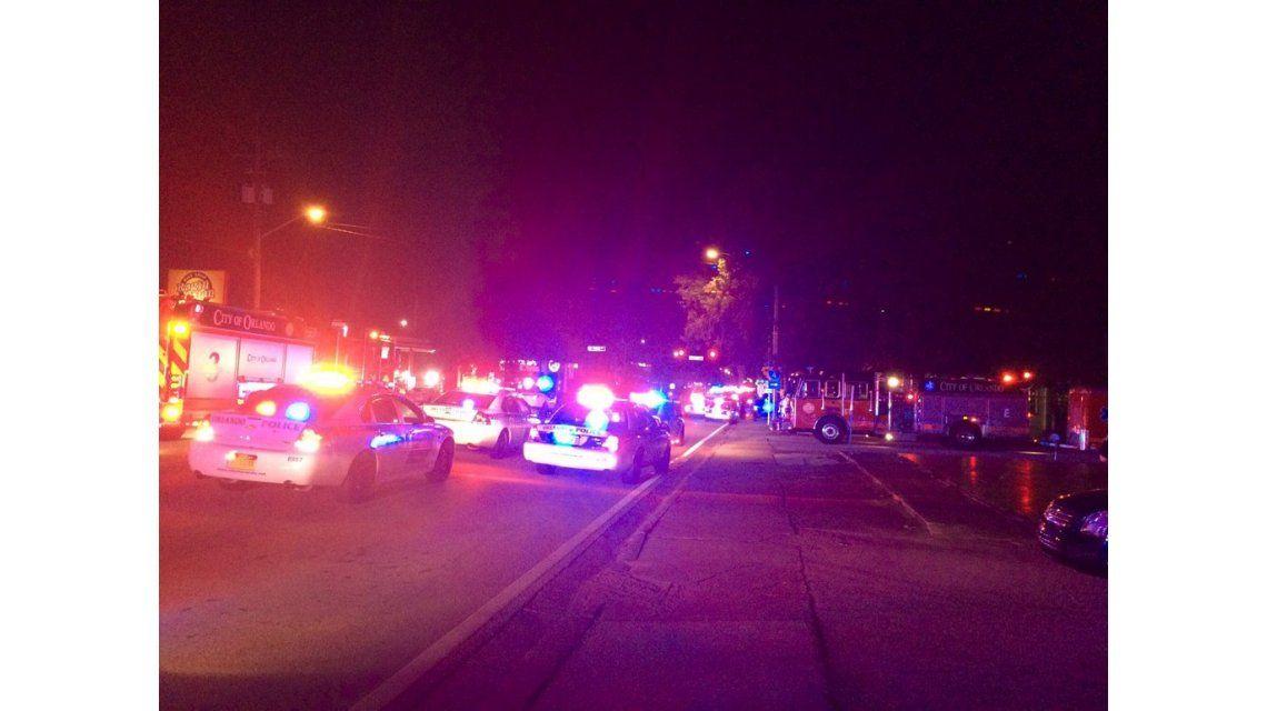 Al menos 50 muertos en un tiroteo y toma de rehenes en boliche gay de Orlando
