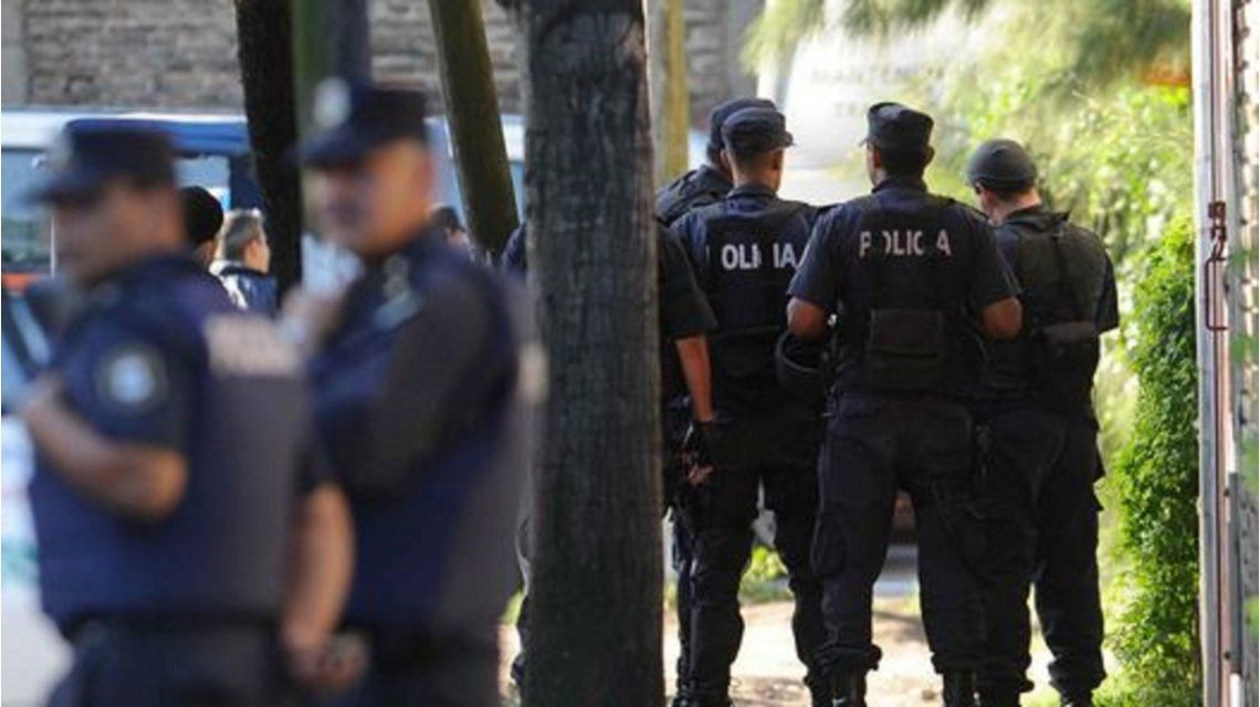 Detuvieron a los dos policías que habían robado el pago de un rescate