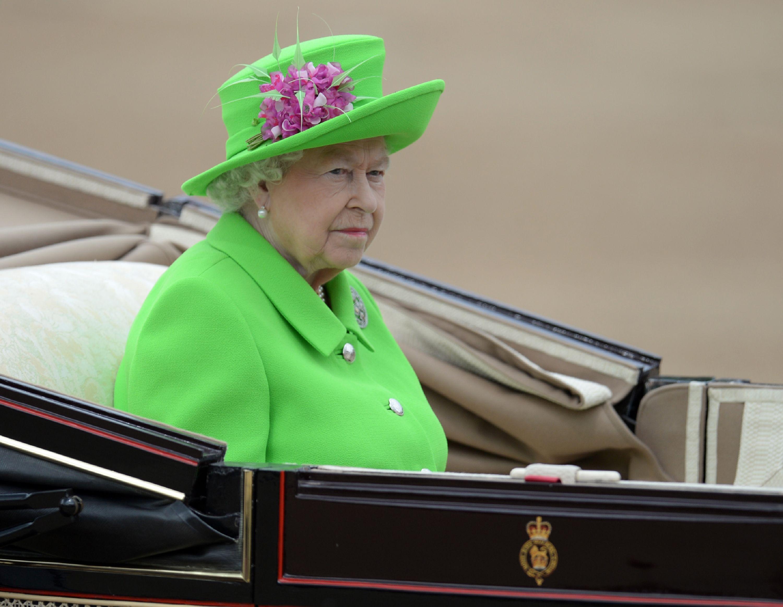Soldado caído: un blooper en el festejo por los 90 años de la reina de Inglaterra
