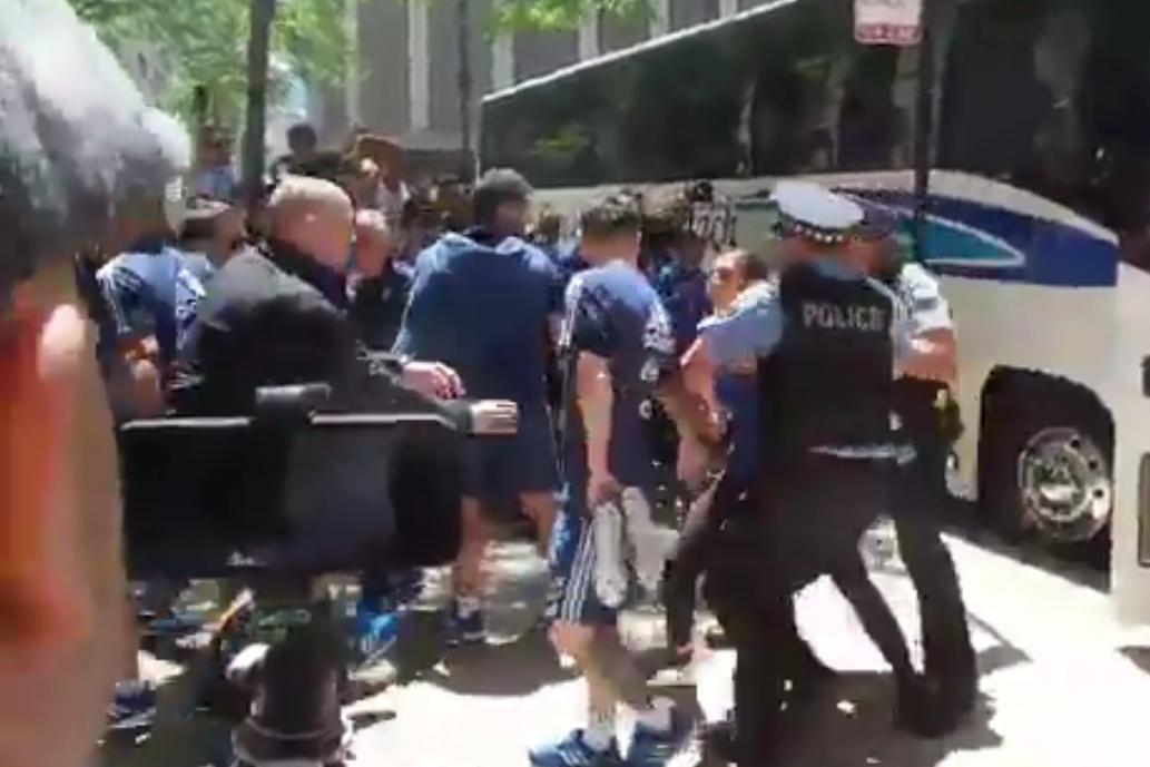 Susto en Chicago: una mexicana burló la seguridad y se abalanzó sobre Messi