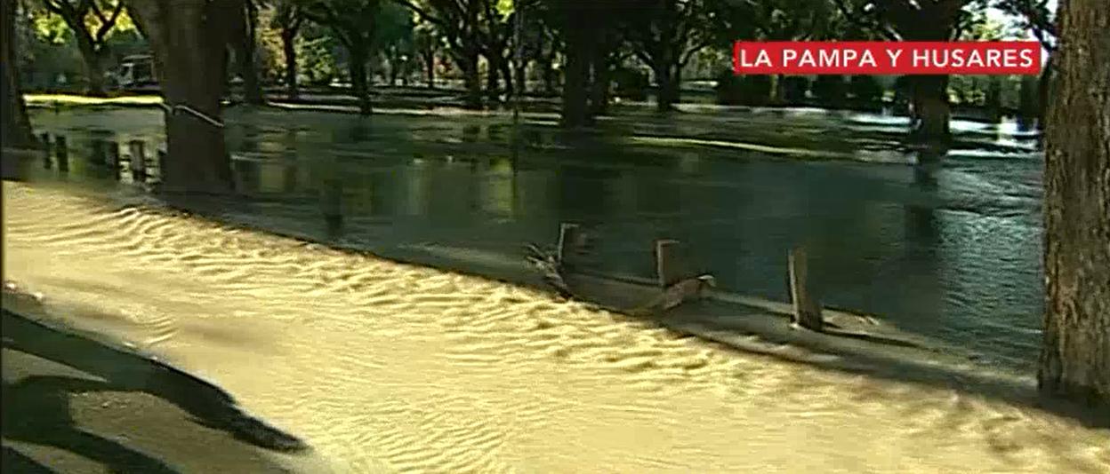 Se rompió un caño y se formó un río en plena Ciudad