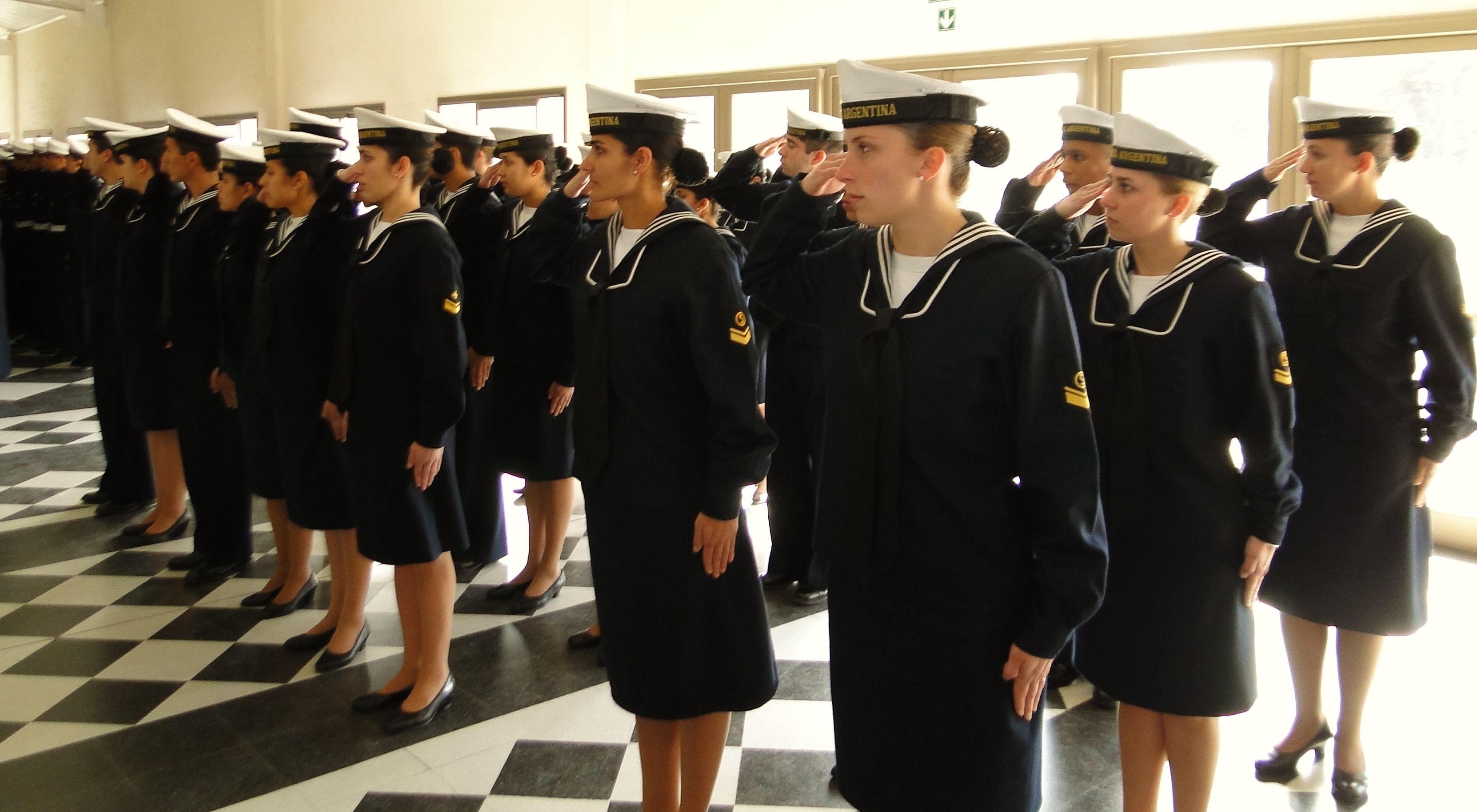 Acoso en la Armada: denunció a un superior y le dijeron que iba muy escotada